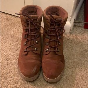 Universal thread Danica lace up boots